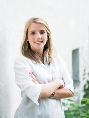 Dr. Julia Netrval